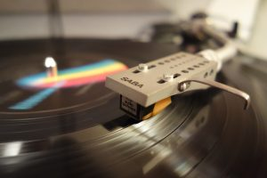 Discover the best vintage turntables under $500 on the market