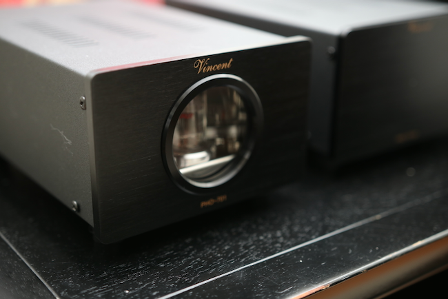 The Vincent PHO-701 tube amplifier--a good match for the Ortofon 2M Blue or Ortofon 2M Bronze!